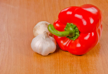 Red bell pepper, mushroom and garlic