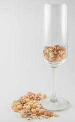 Бокал шампанского с бусинами
