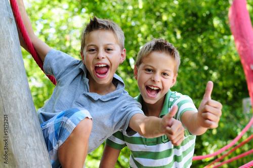 Glückliche Kinder - 51575251