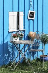 Sitzplatz vor der Gartenhütte