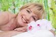 Älter Frau beim Wellness oder bei der Massage