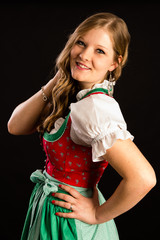 Frau in bayerischem Dirndl