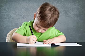 Little boy draw