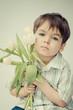 Chłopiec z tulipanami