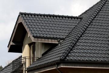 dach w kolorze czarnym