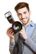 Fotograf mit professioneller Kamera und Blitz