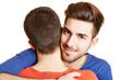 Schwuler Mann umarmt seinen Freund