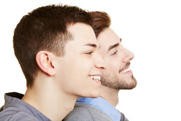 Zwei schwule Männer schauen in die Zukunft