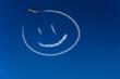 Glücklicher Smiley am Himmel