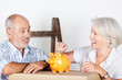 älteres ehepaar spart beim umzug