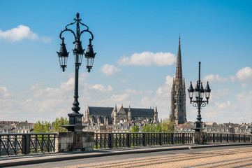 Bordeaux - Basilique Saint-Michel vue du Pont de Pierre