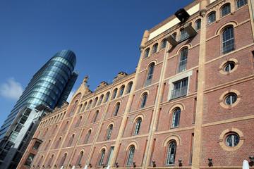 abwechselungsreiche Architektur im Medienhafen