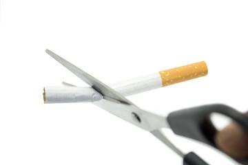 Zigarette mit Schere geschnitten