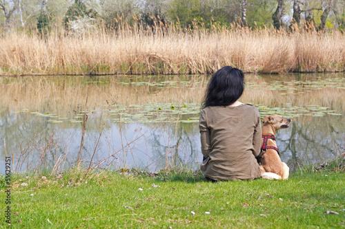 Frau mit Hund / Donauinsel / Wien