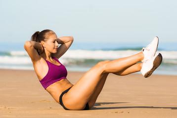 Bauchübung am Strand