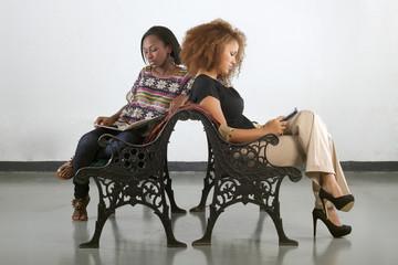 Dos mujeres en espera
