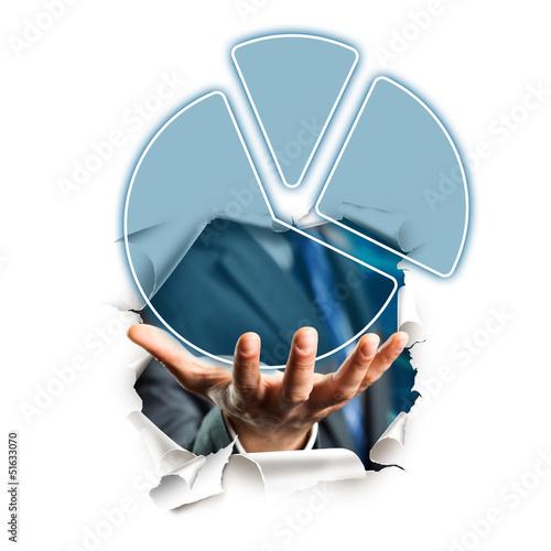 Hand präsentiert Tortendiagramm