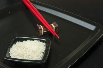 Reisgericht mit roten Stäbchen