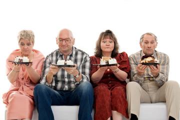 Leute die Torte essen