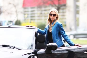 Model mit Cabriolet