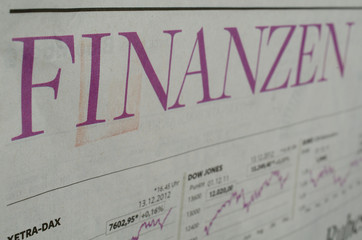Finanzen Überschrift mit Chart in der Zeitung