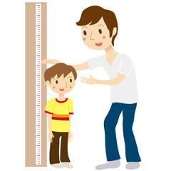 身長測定をする親子