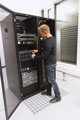IT Consultant Install Blade Server
