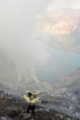 Cratere del vulcano Ijen sull'isola di Java in Indonesia