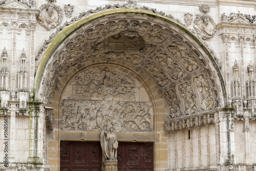 Sculptures et bas-relief, eglise st-michel