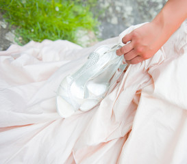 bride handling her shoes