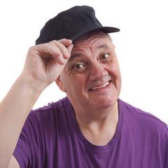salutations de l'homme à la casquette sur fond blanc