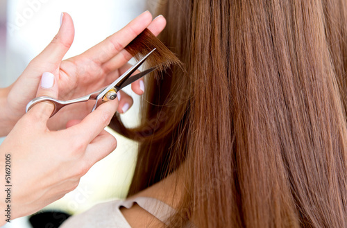 Cutting split ends