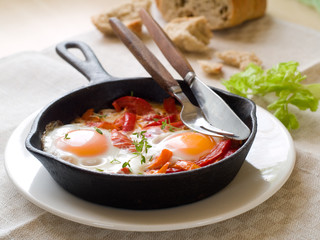 Fried egg with vegetable (shakshuka)