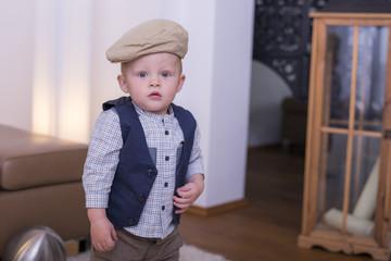 Kleiner Junge mit Mütze