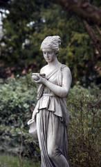 Griechische Statue im Garten