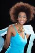 Hübsche Afrikanerin lacht freundlich