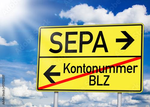 Wegweiser in Gelb mit SEPA und Kontonummer und BLZ