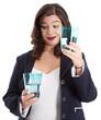Optimistische Frau isoliert mit halbleerem Wasserglas
