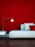 Sofa vor roter Wand