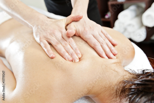 massage with oil - 51719267