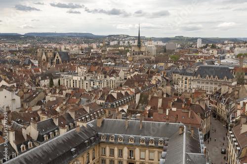 Vue aérienne sur la ville et la cathédrale St-begnine