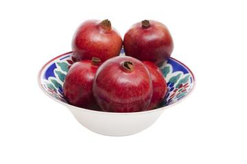 Granatäpfel in Porzellanschale