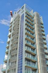 Grattacielo con pannelli solari integrati