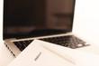 Laptop und Schriftsatz