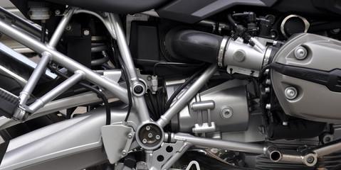 Dettaglio di un motore cromato di una moto
