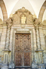 Puerta del Santuario de Loyola (Gipuzkoa, España)