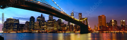 Deurstickers New York Manhattan panorama with Brooklyn Bridge at sunset in New York