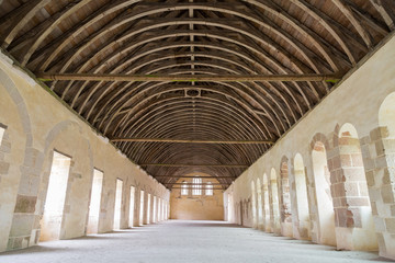 Grande salle et charpente - dortoir de l'abbaye de Fontenay
