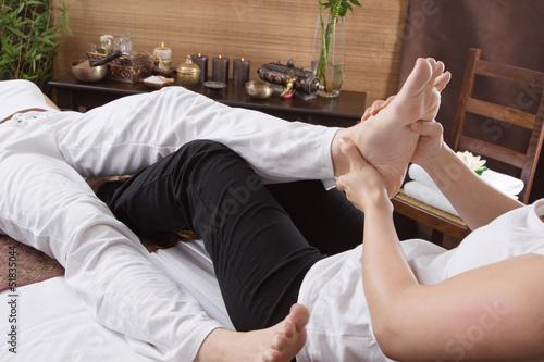 Frau bei der Massage - Füsse
