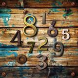numeri su legno